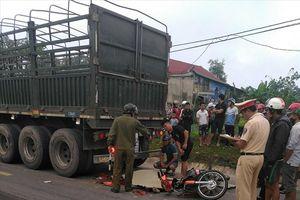 2 người thương vong sau khi đâm vào đuôi xe đầu kéo