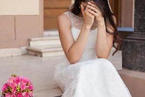 Cô dâu ôm bụng bầu khóc như mưa trong ngày cưới vì lý do chẳng ngờ tới