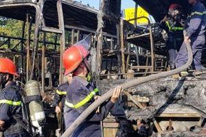 Đà Nẵng: Hai xe khách bị lửa thiêu rụi trong bến xe trung tâm