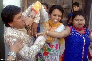 Đang đám cưới, chú rể bị đánh tới tấp bởi người không ngờ này