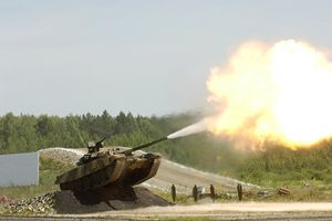 Tuyệt đẹp T-90S Việt Nam vừa chạy, vừa khai hỏa trên không