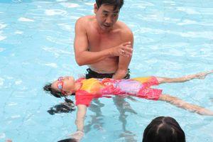 Dạy Kỹ năng sinh tồn miễn phí cho trẻ em khiếm thị
