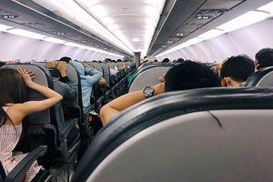 Hàng trăm hành khách la hét, hoảng sợ khi máy bay của Vietjet gặp sự cố