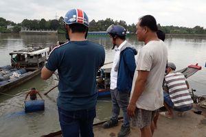 Hút toàn bộ 80 tấn a xít bị chìm xuống sông Đồng Nai