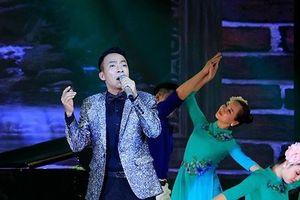 Showbiz 20/11: Việt Hoàn kể kỉ niệm xúc động về thầy giáo cũ