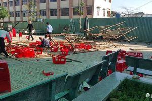 TP.HCM: Sập giàn giáo, nhiều học sinh đang dự lễ kỷ niệm 20/11 bị thương