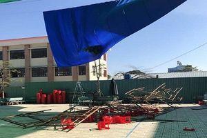 TP.HCM: Sập giàn giáo trong lễ 20.11, hàng chục học sinh nhập viện cấp cứu