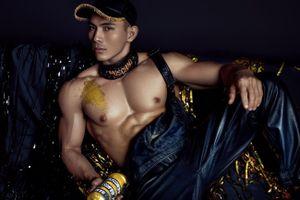 Giám đốc sáng tạo của Moschino thích thú trước hình ảnh của nam người mẫu Việt