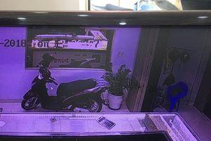 Chủ tiệm vàng bị cướp ở Quảng Nam: Đối tượng ra tay quá nhanh, chỉ 2 giây đồng hồ