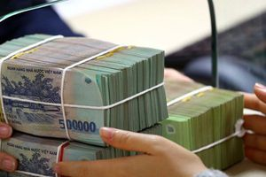 Hút tiền gửi cuối năm, ngân hàng tăng lãi suất huy động