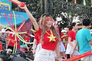 'Hot girl phòng gym' hâm mộ Bùi Tiến Dũng, dự đoán Việt Nam thắng Myanmar 2-1