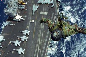 Đặc nhiệm Mỹ huấn luyện binh sĩ bay trong không trung