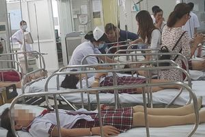 Vụ sập giàn giáo ngày 20/11: 2 học sinh chấn thương sọ não phải phẫu thuật