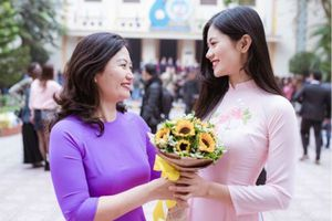 Miss Photo Vũ Hương Giang, ca sĩ Thanh Thanh xúc động với kỷ niệm về thầy cô