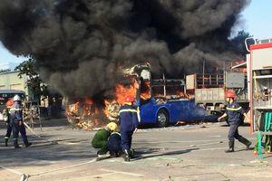 Cháy 2 xe khách trong bến xe Đà Nẵng