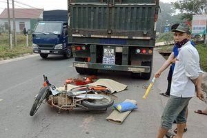 Hà Tĩnh: Va chạm với đuôi xe đầu kéo, 2 người thương vong