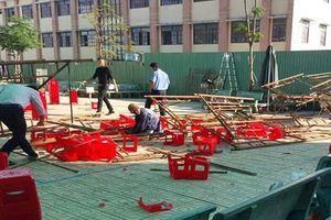 Giàn giáo đổ sập trong trường ở Sài Gòn, 15 học sinh bị thương
