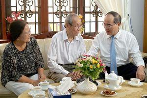 Lãnh đạo Thành phố Hồ Chí Minh thăm và chúc mừng các nhà giáo