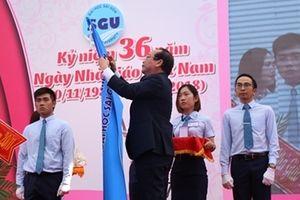 Trường ĐH Sài Gòn đón nhận Huân chương lao động hạng Ba