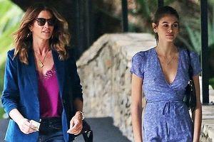 Siêu mẫu Cindy Crawford đẹp cuốn hút, vui vẻ dạo phố cùng con gái