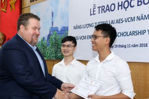 20 sinh viên xuất sắc nhận 'Học bổng Năng lượng Tương lai AES-VCM'