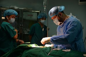 Bác sĩ Thổ Nhĩ Kỳ lặn lội sang Việt Nam học kỹ thuật mổ cả thế giới chưa ai làm được