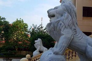 Lạng Sơn: Sư tử đá nhe nanh 'canh cửa' Tòa án và Cục Hải quan