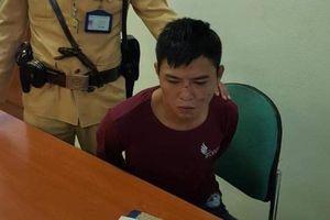 CSGT Hà Nội tóm gọn đối tượng nhiễm HIV cướp giật trên phố