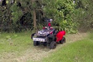 Siêu xe tự hành của 'Cuộc đua số' phô diễn sức mạnh vượt mọi địa hình