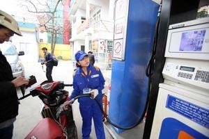 15h hôm nay giá xăng giảm mạnh, xăng E5 RON92 xuống mức dưới 19.000 đồng/lít