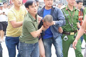 Giải cứu thành công bé trai 1 tuổi bị đối tượng nghi ngáo đá bắt giữ, ném từ tầng 3 xuống đất