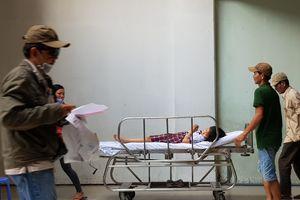 Vụ sập giàn giáo trong lễ 20.11: 2 học sinh bị thương nặng đã ổn định
