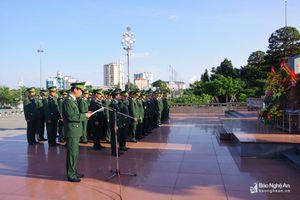 Bộ đội Biên phòng Nghệ An dâng hoa báo công tại Quảng trường Hồ Chí Minh
