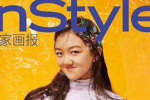 Hở hàm ếch thì sao? Ái nữ nhà Lý Á Bằng - Vương Phi cực kỳ tự tin xuất hiện trên trang bìa tạp chí đấy thôi!