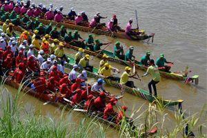 Hàng nghìn tay đua ghe ngo Campuchia đua tài trong Lễ hội Nước