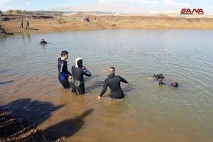 Chùm ảnh: Quân đội Syria giành 'chiến lợi phẩm' dưới đáy hồ Al-Quneitra