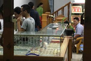 Vụ nam thanh niên cầm búa xông vào cướp tiệm vàng ở Quảng Nam: Ra tay hốt ngay 5 cây vàng trong vòng 2 giây