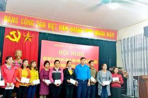 LĐLĐ thị xã Sơn Tây tri ân, tặng quà giáo viên có hoàn cảnh khó khăn