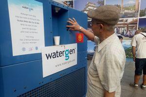 Người dân Thủ đô hào hứng với máy lọc nước uống từ không khí