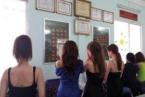 Gia hạn điều tra đối với 'tú ông' trong đường dây người mẫu, diễn viên bán dâm giá nghìn đô ở Sài Gòn