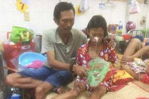 Hở van tim, cha nghèo vẫn gắng bán vé số lo cứu con mắc bệnh ung thư
