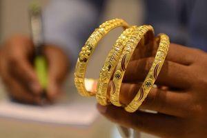 Giá vàng miếng giảm theo thế giới, USD tự do tăng nhẹ