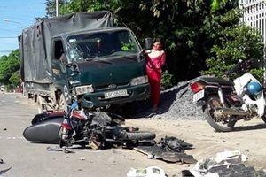 Hãi hùng cảnh xe tải tông loạn xạ trên đường phố