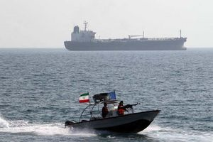 Mỹ tung đòn trừng phạt nhằm chặn mạng lưới chuyển dầu tới Syria