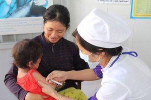 Vì sao cha mẹ nên đưa trẻ đi tiêm bổ sung vắc xin sởi, rubella?