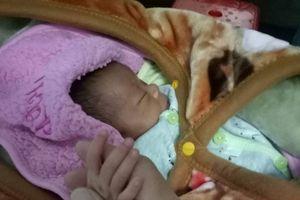 Người mẹ 25 tuổi bán con mới sinh lấy 40 triệu đồng