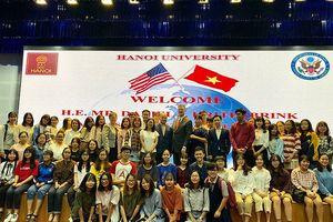 Đại sứ Hoa Kỳ nói chuyện với sinh viên về quan hệ Việt-Mỹ