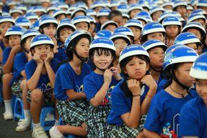 Học sinh đội mũ bảo hiểm là một tiêu chí đánh giá thi đua lớp học