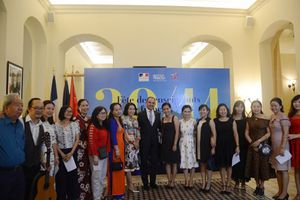 Tổng lãnh sự quán Pháp trao nhãn hiệu LabelFranceEducation cho 2 trường PTTH của Việt Nam