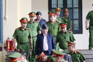 Xét xử vụ đánh bạc nghìn tỷ: Đề nghị 7-8 năm tù hai cựu tướng công an